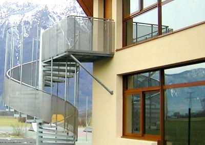 Serramenti in alluminio e scala antincendio
