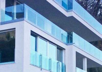 Parapetti e serramenti per edificio privato